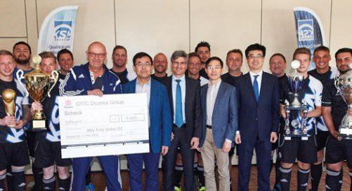 Großzügige Unterstützung für die Wuppertaler KSM-Fußballer